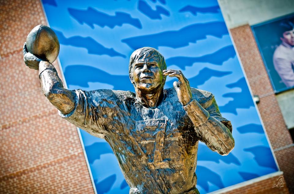 Auburn Pat Sullivan Heisman Trophy Winner Statue