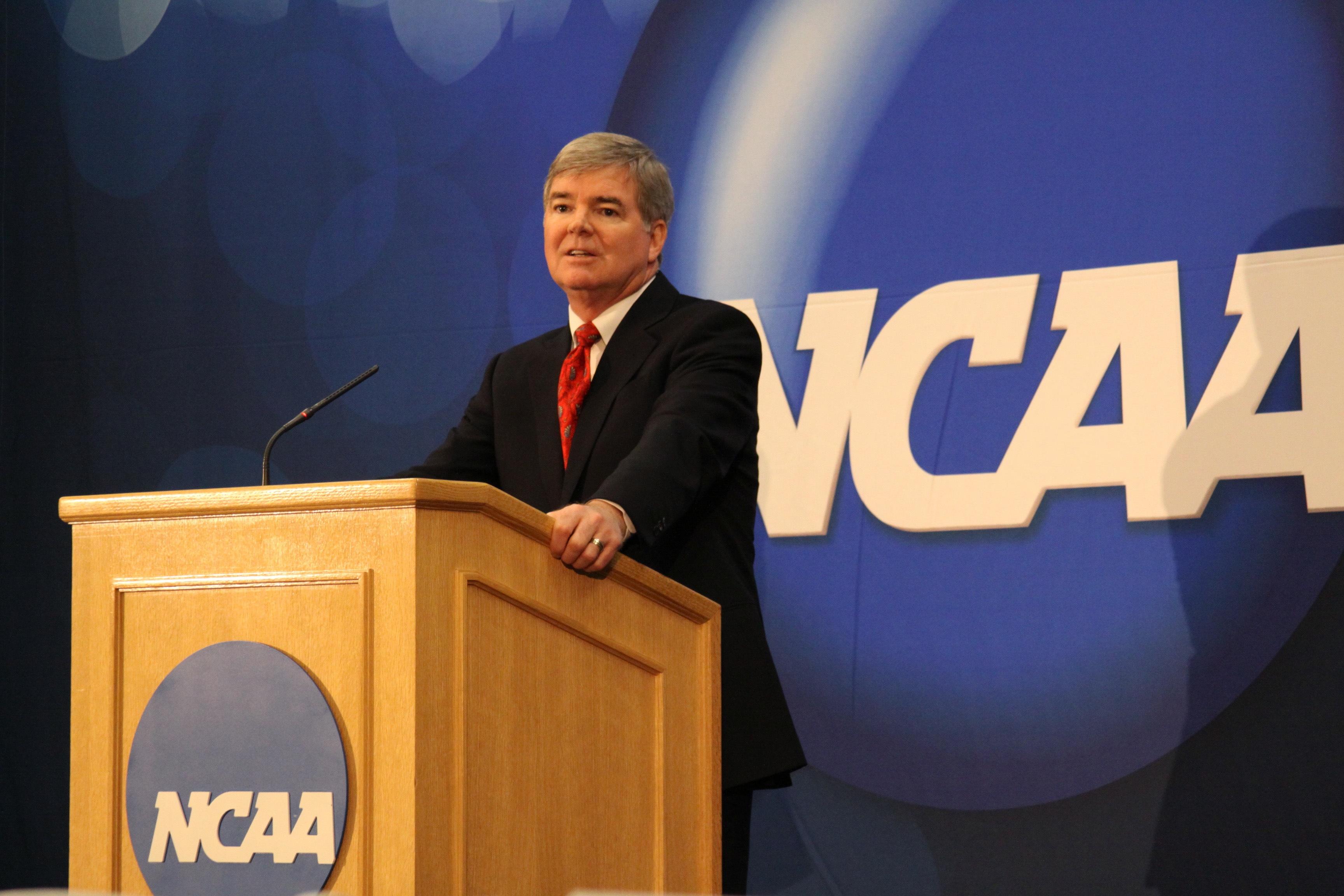 Emmert Podiumh NCAA Penn State